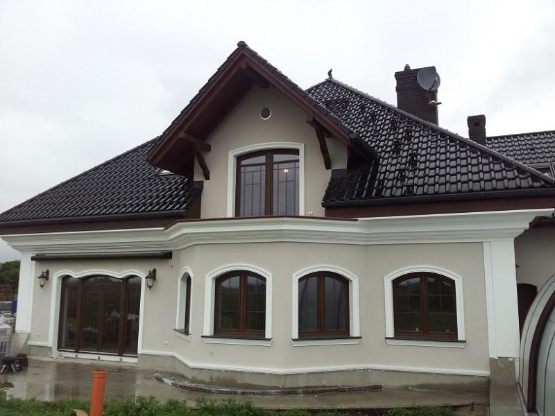 Ozdoby okien łukowych